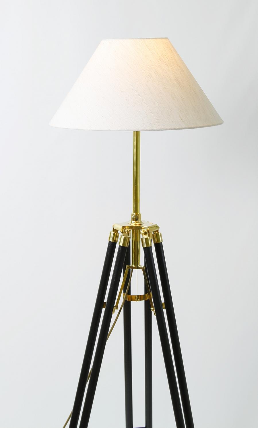 stehlampe kolonialstil in wenge dreibein stativ holz. Black Bedroom Furniture Sets. Home Design Ideas