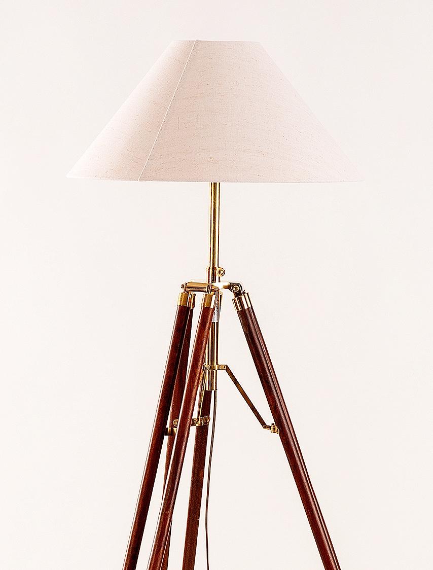 imposante stehlampe kolonialstil dreibein stativ holz messing 187 cm schirm 50 c. Black Bedroom Furniture Sets. Home Design Ideas
